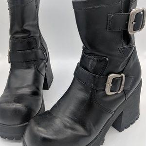 Vintage Shoes - Vintage 90's chunky platform boots